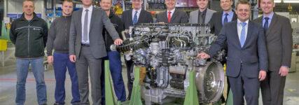 Mercedes-Benz: Serienstart für den Lkw-Motor 'OM 473' mit  15,6 l Hubraum