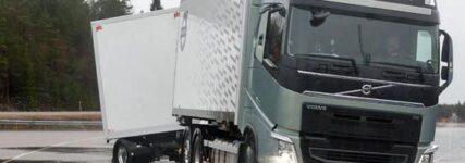 Bremssystem von Volvo streckt Lastzug und erhöht Sicherheit
