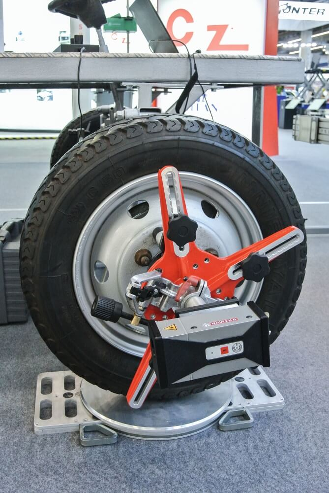 Laser-Achsmesssystem für Nutzfahrzeuge von Haweka