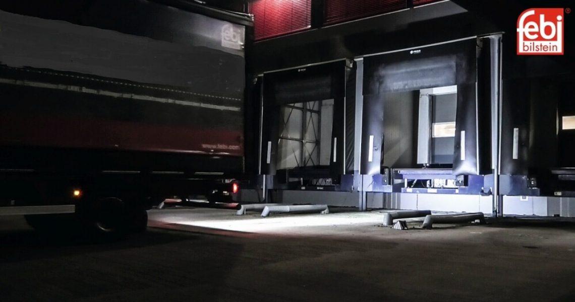 Zusatzscheinwerfer an einem Lkw mit LED-Technik