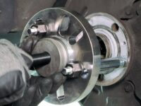 ABS-Radlagerwechsel mit Spezialwerkzeug