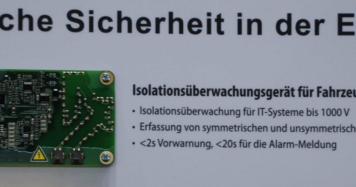 Ausstellungsstück: Der Isolationswächter ist ein elektronisches Bauteil, das in die Steuerelektronik von HV-Systemen eingebetet ist.